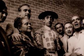 5.05.2013 Madrid. Inauguración de la exposición de fotografías de Canito en la plaza de la las Ventas. Foto, Isabel Permuy ARCHDC Isabel B Permuy
