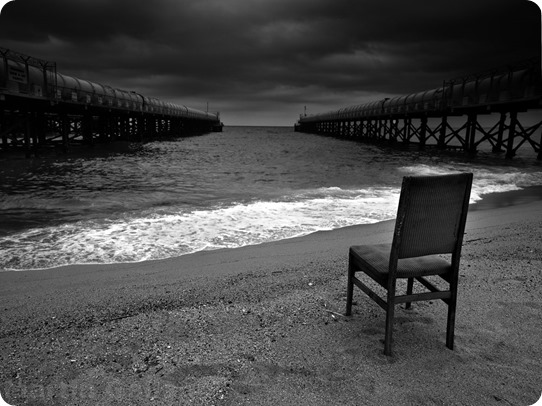 mar-blanco-negro-silla-4f5f8c6