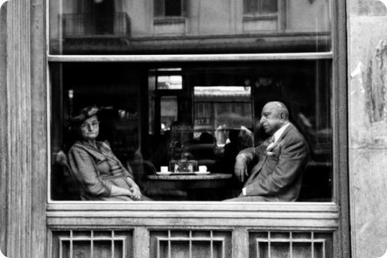 atene-caffe-in-piazza-omonia-1957-piergiorgio-branzi-courtesy-contrasto-galleria-milano