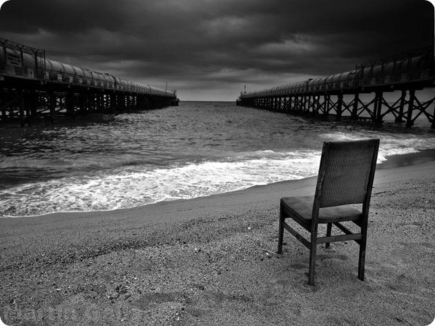 mar-blanco-negro-silla (1)
